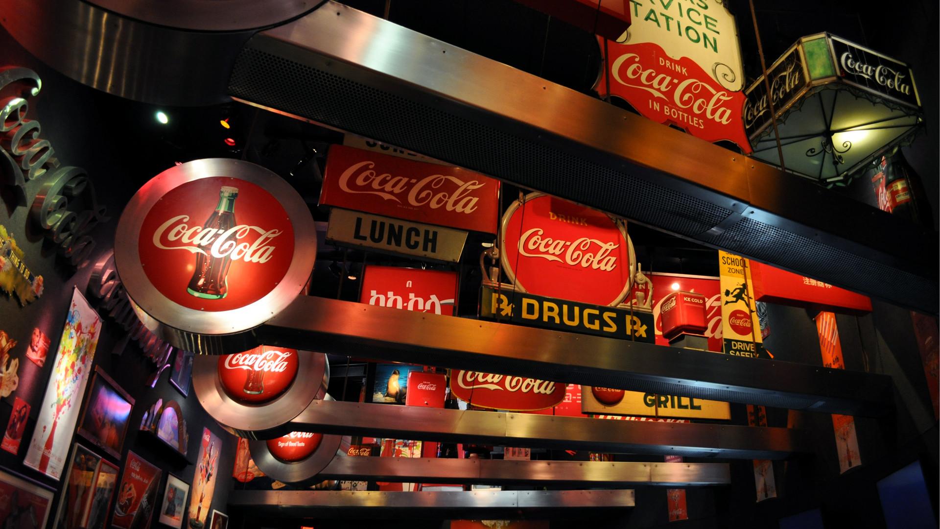 2048x2048 Image For Vintage Coca Cola Wallpaper Iphone
