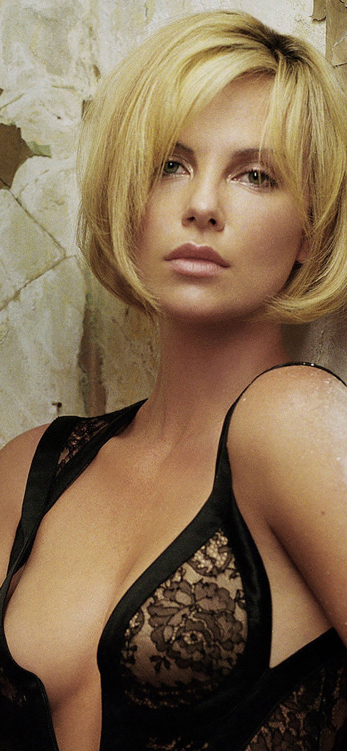 1125x2436 Charlize Theron Iphone Wallpaper