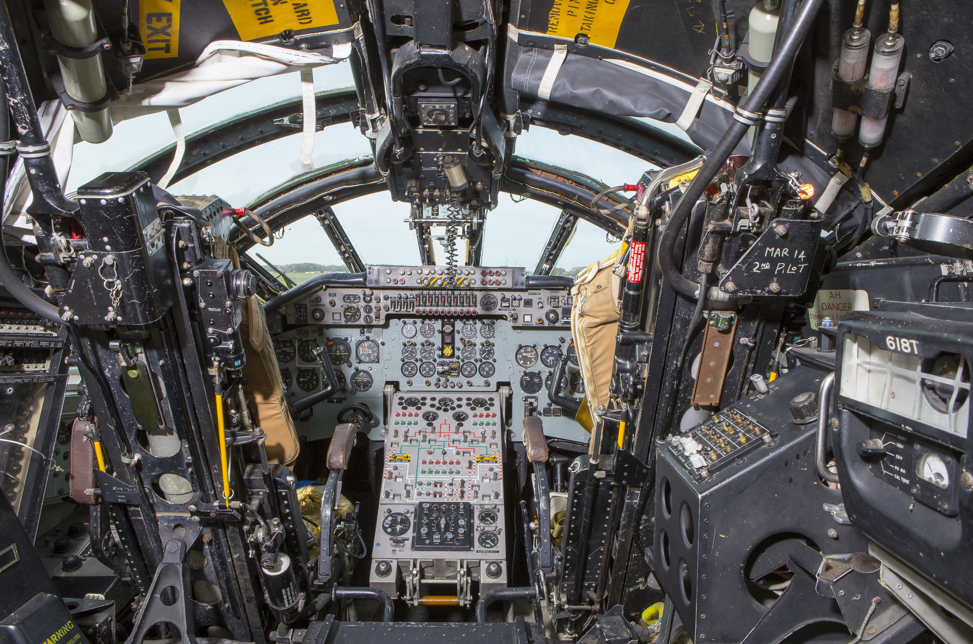 Wallpaper cockpit 63 pictures for Cockpit wall mural